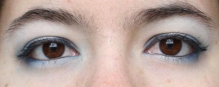 Make-up bleu, yeux ouverts