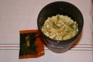 Boîte de yakisoba instantanées